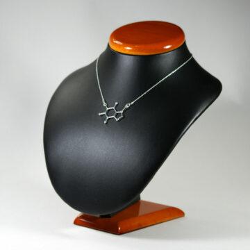 naszyjnik z łącznikiem o wzorze kofeiny - biżuteria molekularna