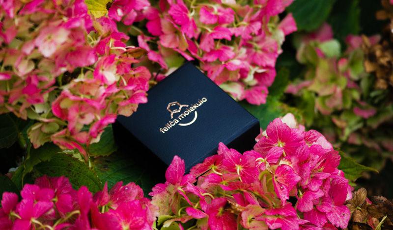 pudełko biżuteryjne felica molekulo w różowych kwiatach