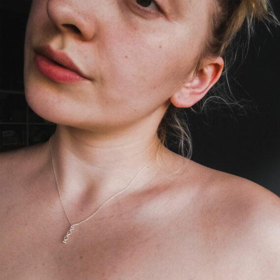 srebrny naszyjnik z zawieszką - biologiczny motyw dna