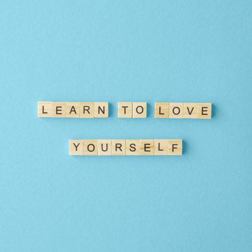 grafika motywacyjna - learn to love yourself