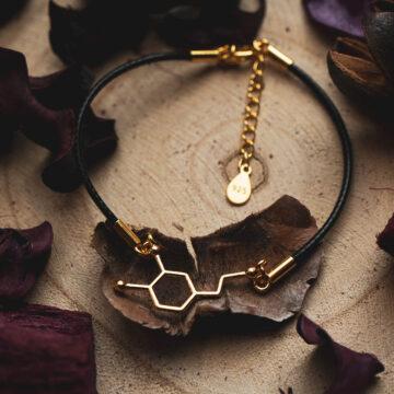 Pozłacana bransoletka serotonina na sznurku jubilerskim - modowa biżuteria dla kobiet