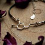 srebrna bransoletka z wzorem dopaminy na sznurku jubilerskim - modowa biżuteria damska